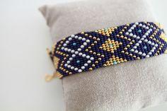 Bracelet Manchette en perles - Bleu Cobalt et Plaqué Or : Bracelet par les-belles-du-sud-bijoux
