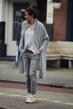 streetstyle spring 2016 long knitted cardigan and boyfriend skinny jeans, bobby sneakers isabel Marant by BlogForShops