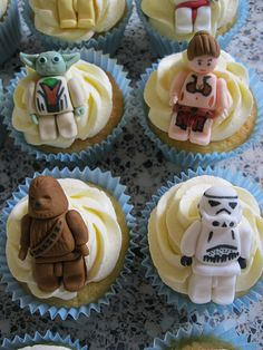 Starwars cupcakes - geeky but none the less adorable! @Cynthia Moreno you could have totally done this for D!