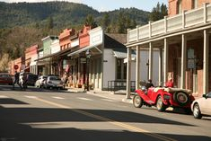 3) Jacksonville  Experience the feeling of living in the Wild West when Oregon was overtaken by the gold rush. The old timey buildings will have you thinking you're in an old Western movie... Remember those?