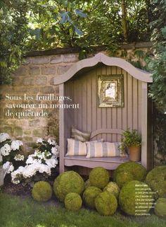 Garden bench shelter, via La Campagne Décoration (Mai) Garden Seating, Outdoor Seating, Outdoor Rooms, Outdoor Gardens, Outdoor Living, Extra Seating, Prayer Garden, Garden Structures, Interior Exterior