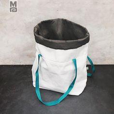 ecczwjordpqqlq.jpg (500×500)  Ušitý z pevné bílé látky a polyesterové šedé tkaniny s mosazným leskem .