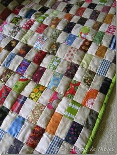 Good way to use scraps; I would rotate every other square Colchas Quilting, Scrappy Quilt Patterns, Jelly Roll Quilt Patterns, Scrappy Quilts, Easy Quilts, Mini Quilts, Machine Quilting, Quilting Projects, Quilting Designs
