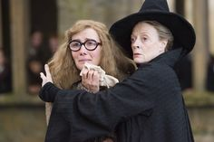 Harry Potter and the Order of the Phoenix - Publicity still of Maggie Smith & Emma Thompson. The image measures 3000 * 2000 pixels and was added on 3 July Harry Potter Film, Images Harry Potter, Harry Potter Love, Harry Potter World, Maggie Smith, Emma Thompson, Anecdotes Sur Harry Potter, Hogwarts Professors, No Muggles