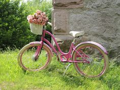 Our pink Townie e-bike. The accu is hidden in the white basket.