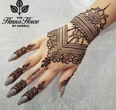 Beautiful Mehndi Design - Browse thousand of beautiful mehndi desings for your hands and feet. Here you will be find best mehndi design for every place and occastion. Quickly save your favorite Mehendi design images and pictures on the HappyShappy app. Henna Hand Designs, Mehndi Art Designs, Beautiful Henna Designs, Latest Mehndi Designs, Mehndi Patterns, Bridal Mehndi Designs, Mehndi Designs For Hands, Easy Henna Patterns, Simple Henna Designs