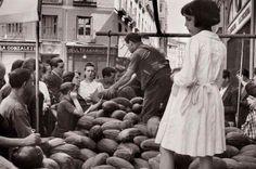 Puesto ambulante de melones. Años 50.