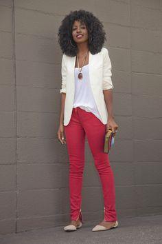 °°°Casual day°°°: mistura de calça skinny colorida com alfaiataria em cor neutra para equilibrar e deixar o look com um toque de formalidade.