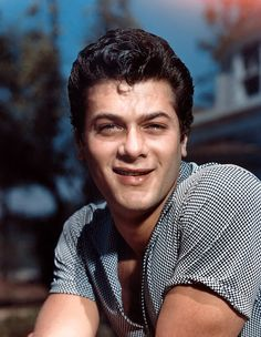 Tony Curtis (Bernard Schwartz) (June 1925 - September American actor, father of actress Jamie Lee Curtis & Kelly Curtis. Hollywood Men, Hollywood Stars, Classic Hollywood, Hollywood Icons, Tony Curtis, Jamie Lee Curtis, Divas, Joining The Navy, Janet Leigh