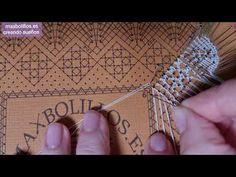 Encajes de Bolillos Comienzo P. de la virgen y Pie - YouTube Lace Heart, Lace Jewelry, Bobbin Lace, Lace Detail, Shoulder Bag, Video, Youtube, Tutorials, Tejidos