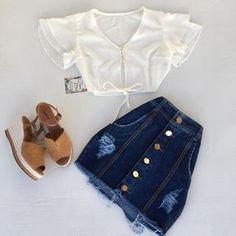 Meu amor por esse look😍😍😍 Cropped em crepe :$20,00 Saia jeans botõe