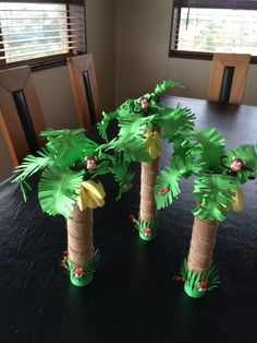 Jungle party palms Jungle party palmsYou can find Jungle party and more on our website. Jungle Theme Birthday, Jungle Theme Parties, Lion King Birthday, Moana Birthday Party, Dinosaur Birthday Party, First Birthday Parties, Baby Birthday, Party Animals, Animal Party