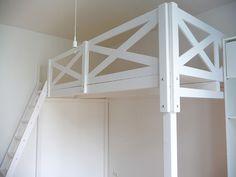das hochbett wurde aus platzgr nden knapp ber der t r. Black Bedroom Furniture Sets. Home Design Ideas