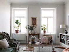 Våra Hem – Historiska hem Living Room Modern, Home And Living, Living Room Decor, Apartment Design, Apartment Living, Danish Apartment, Eclectic Furniture, Tiny Spaces, Aesthetic Bedroom