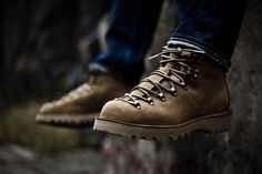 Stumptown by Danner Mountain Light Patterson: The Stumptown series is essentially a collection of shoes based on the original Danner patterns. Mode Masculine, Hiking Gear, Hiking Shoes, Danner Boots Men, Men Boots, Fashion Boots, Mens Fashion, Mountaineering Boots, Designer Boots