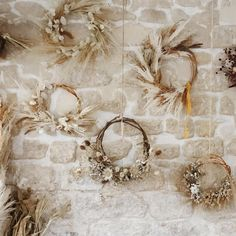 Trending Now: Dried Florals for Your Wedding (And All the Cool Ways to Incorporate Them!) Trending Now: Dried Florals for Your Wedding (And All the Cool Ways to Incorporate Them! Dried Flower Wreaths, Yarn Wreaths, Floral Wreaths, Mesh Wreaths, Flower Installation, Dried Flower Arrangements, Photo Candles, Floral Hoops, Ikebana