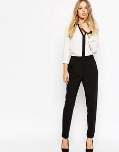 Search for high wasted pants at ASOS. Shop from over styles, including high wasted pants. Discover the latest women's and men's fashion online Business Outfit, Business Casual Outfits, Professional Outfits, Trousers Women, Pants For Women, Clothes For Women, Work Clothes, Cropped Trousers, Black Trousers