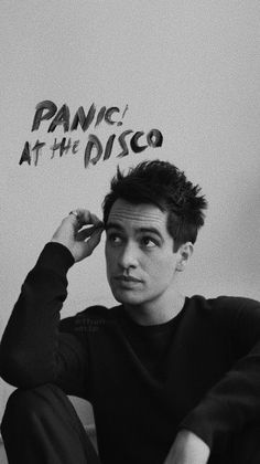 At The Disco Lockscreen Wallpaper Brendon Urie 🎶 Brendon Urie, Panic! At The Disco, Emo Bands, Music Bands, Band Wallpapers, Music Is My Escape, We Will Rock You, Wallpaper Iphone Cute, My Chemical Romance