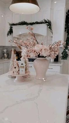 Christmas Kitchen, Christmas Mood, Elegant Christmas, Gold Christmas, Christmas Centerpieces, Christmas Tree Decorations, Apartment Decoration, Seasonal Decor, Holiday Decor
