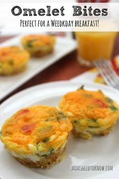 The reason I love this bite size egg omelet recipe? Everything is done at the same time and the entire family can sit down together and eat! Breakfast Bites, What's For Breakfast, Breakfast Recipes, Dinner Recipes, Dessert Recipes, Cake Recipes, Breakfast Omelette, Vegetarian Breakfast, Yummy Recipes
