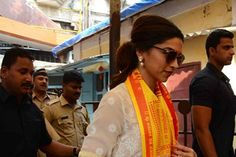 Deepika prays at Siddhivinayak for 'Tamasha' success