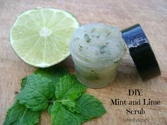 DIY: Mint and Lime Sugar Scrub Ingredients: Mint Leaves, Sugar, Olive Oil, Lime Instructions: Wash and mix a handful of mint leaves with a small am. Sugar Scrub Recipe, Sugar Scrub Diy, Sugar Scrubs, Salt Scrubs, Diy Body Scrub, Diy Scrub, Homemade Scrub, Homemade Facials, Homemade Gifts