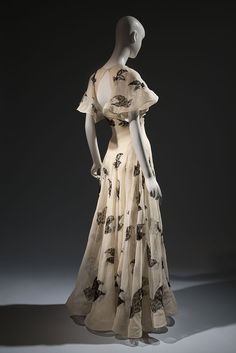 Madeleine Vionnet ivory silk organza gown with black lace insets, 1937, Paris, lent by Beverley Birks | copyright MFIT. Photo by Eileen Costa