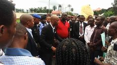 AKHA Speaker addresses protesting taxi drivers over alleged multiple taxation.   The Honorable Speaker of the Akwa Ibom State House of Assembly Rt. Hon. (Barr.) Onofiok Luke Wednesday morning hurried out of a meeting to address members of the Taxi Drivers Association in Akwa Ibom state who had led a peaceful protest to the State House of Assembly complex to complain against what they described as the illegal and multiple taxation by the State Ministry of Transport.  The Commercial taxi…