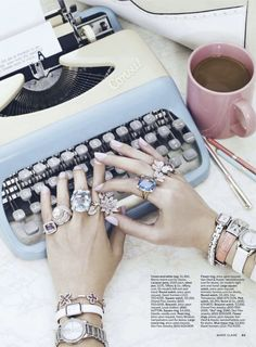 Retro Jewelry Retro Watches, Purses, and Rings - Retro Jewelry - Marie Claire - Retro style investments inspired by yesteryear's essentials: Typewriter-case framed purses, rings the size of paperweights, and delicate watches increase productivity. Hippie Style, My Style, Retro Style, Vintage Style, Style Box, Retro Chic, Vintage Decor, Vintage Inspired, Boho Mode