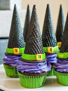 Halloween Party Ideas I dont know about you but I look forward to the fall season every year! This year I compiled a list of 26 fun Halloween Party Ideas! The post Halloween Party Ideas appeared first on Halloween Treats. Halloween Desserts, Soirée Halloween, Halloween Torte, Pasteles Halloween, Recetas Halloween, Halloween Goodies, Halloween Food For Party, Halloween Decorations, Halloween Ideias