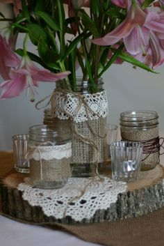 See beautiful examples of bottles and jars decorated with lace in different combinations of materials and styles. Wedding Centerpieces, Wedding Decorations, Table Decorations, Bottles And Jars, Mason Jars, Time Out Bottle, Jute, Ideas Hogar, Art N Craft