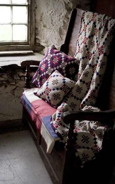 mewn bwthyn...in a cottage ..Welsh blankets on a Welsh settle