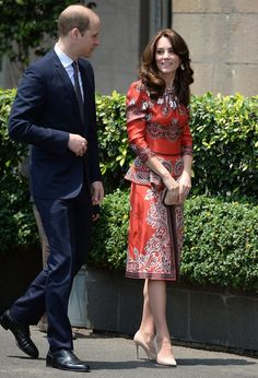 The Duchess of Cambridge packed her bags for another royal tour. See all her dresses, casual wear, jewellery and accessories from designer outfits to thriftier finds from high street favourites with our picture guide to Kate Middleton's latest tour-drobe Kate Middleton Latest, Kate Middleton Outfits, Kate Middleton Style, Red And White Dress, Alexander Mcqueen Dresses, Green Lace Dresses, Prince William And Catherine, Duchess Kate, Royal Fashion