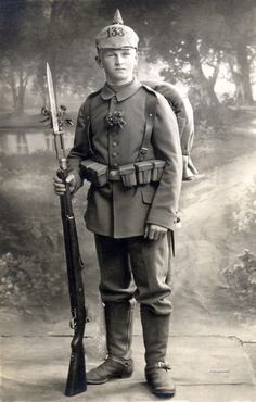 German soldier with Gewehr 98 rifle German Soldier, German Army, Nagasaki, Hiroshima, World War One, First World, Vietnam, Ww1 Soldiers, German Uniforms