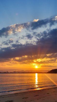 27 Sept. 6:28 新しい朝を迎えた博多湾です。  #sunrise ( Morning Now at Hakata bay in Japan )