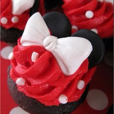 Minnie Mouse Cupcakes they look so cute