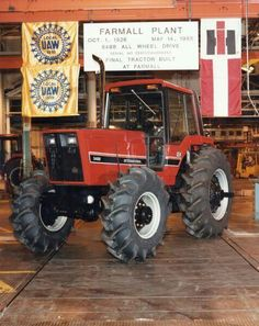wish president reagan would have stepped in to save harvester like he did for the chrysler corp...allis-chalmers too.. Yard Tractors, Case Ih Tractors, Big Tractors, Red Tractor, Farmall Tractors, Vintage Tractors, Country Trucks, International Harvester, International Tractors
