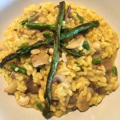 Risotto Dominguero - Arroz Arborio - Champiñones - Espárragos - Piñones - Perejil - Ajo - Cebolleta - Queso Parmesano - Caldo de verduras casero - Chile rojo - Sal y pimienta