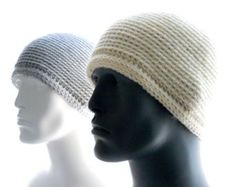 A minimalist version of my Singles 1 design, this hat showcases the textural beauty of back-loop single crochet. Crown increases form a swirl pattern, and a narrow edging gives an elegant finish. Mens Crochet Beanie, Crochet Beanie Pattern, Crochet Gloves, Crochet Pillow, Crochet Stitches, Scarfie Yarn, Love Crochet, Crochet Crown, Crochet Dolls Free Patterns