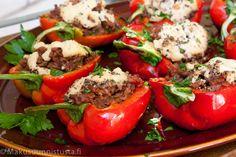 Täytetyt paprikat Favorite Recipes, Stuffed Peppers, Drink, Vegetables, Ideas, Food, Beverage, Stuffed Pepper, Vegetable Recipes