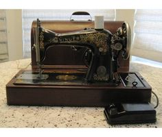 1920's Vintage Antique Singer Sewing Machine
