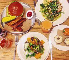 Almocinho no @thefatradish com @gusromanelli e @anagsarmento, adorei! Pedi o bowl com legumes, arroz e feijão! 17, Orchard St, Lower East Side! - Mandy #StarvingNYtips
