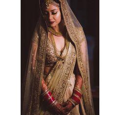 Golden Wedding Lehenga, Golden Lehenga, Bridal Lehenga, Bridal Outfit New York Weddings Indian Wedding Gowns, Indian Bridal Sarees, Indian Bridal Outfits, Indian Bridal Wear, Wedding Outfits, Wedding Lehanga, Bride Indian, Pakistani Outfits, Indian Weddings