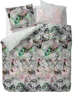 Wunderbare Bettwäsche »Friiia« aus dem Hause ESSENZA. Florale und grafische Elemente greifen hier ineinander und grau-weiß wird durch einzelne grüne und rosane Farbtupfer aufgelockert. Die Wendebettwäsche wird aus 100% Baumwolle hergestellt, was die Mako-Satin Qualität weich, hautfreundlich und atmungsaktiv werden lässt. Ein praktischer Reißverschluss und pflegeleichte Eigenschaften ersparen Ih...