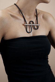 Designlump-180-Degree-Necklace-6x8-Model.jpg