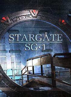 Stargate SG-1 (en France) ou La Porte des étoiles (au Québec) est une série télévisée américano-canadienne de science-fiction composée de 10 saisons soit 214 épisodes de 42 minutes, diffusée entre le 27 septembre 1997 et 17 mai 2002 sur Showtime puis entre le 7 juin 2002 et le 13 mars 2007 sur Sci Fi Channel. En France, la série a été intégralement diffusée à partir du 27 février 1998 au 13 novembre 2007 sur Série Club et entre le 18 septembre 1998 et le 8 décembre 2007 sur M6.