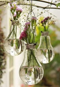 "- DIY-Deko: Zauberhafte Ideen zum Selbermachen Balcony Decoration: The bouquet of the last walk fits wonderfully in the old light bulbs. (Found in ""Simple decoration ideas with great effect"") Light Bulb Vase, Lamp Bulb, Light Bulb Terrarium, Diy Lampe, Diy And Crafts, Arts And Crafts, Adult Crafts, Old Lights, Green Lights"