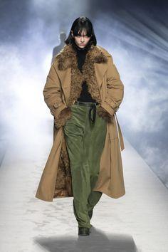 High Waisted Slacks, Denim Suit, Runway Magazine, Cool Coats, Milano Fashion Week, Milan Fashion, Shearling Coat, Vogue Russia, Alberta Ferretti