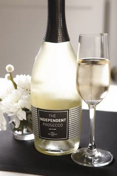 #Fresh and #elegant, like a #bouquet.   #TheIndependentProsecco   By #Fantinel and #ItaliaIndependent   #Bottle #Label #PiedDePoule #Fashion #Glamour #Luxury  #Wine #WineLover #WineTime #Bubbles #Fizz #White #Flowers #Beauty #Style