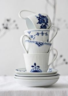blue & white - with scandanavian aesthetic ~ eplekake, anyone?